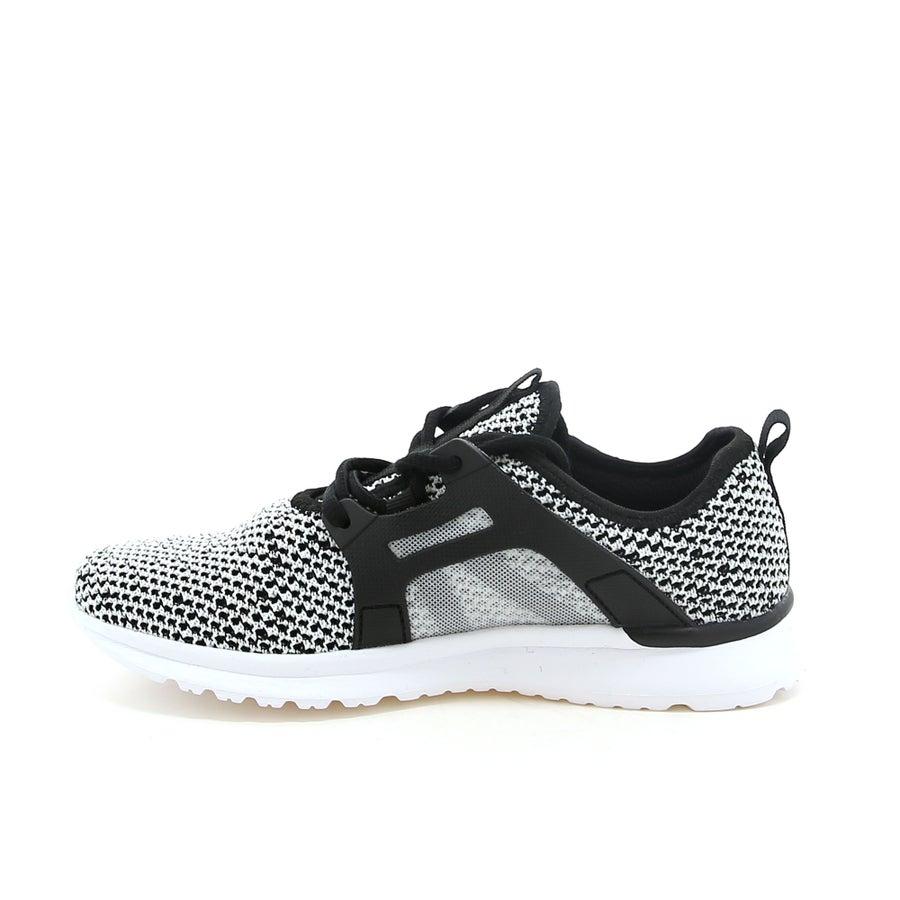 Roam Sneakers
